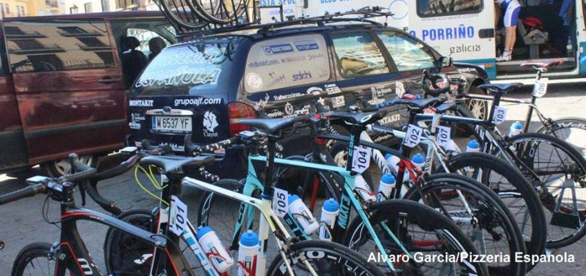 Team car and bikes at Zamora