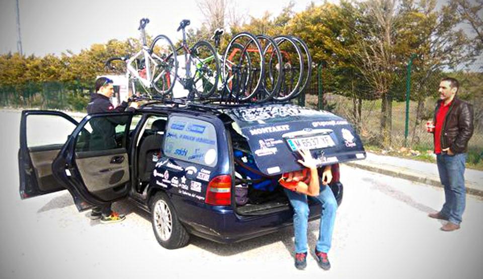 Team car on the way to Eibar